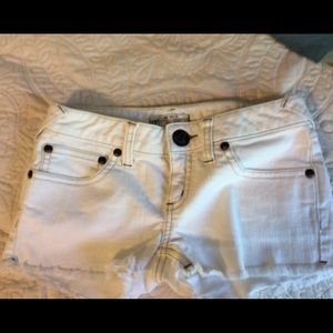 Free People W 27, white cut off shorts
